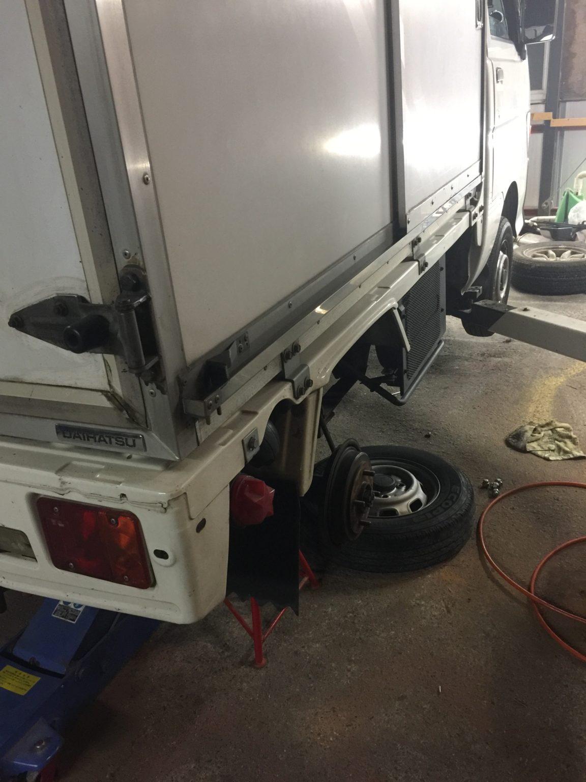 冷凍車の夜間修理 【軽貨物運送の検証ブログ】